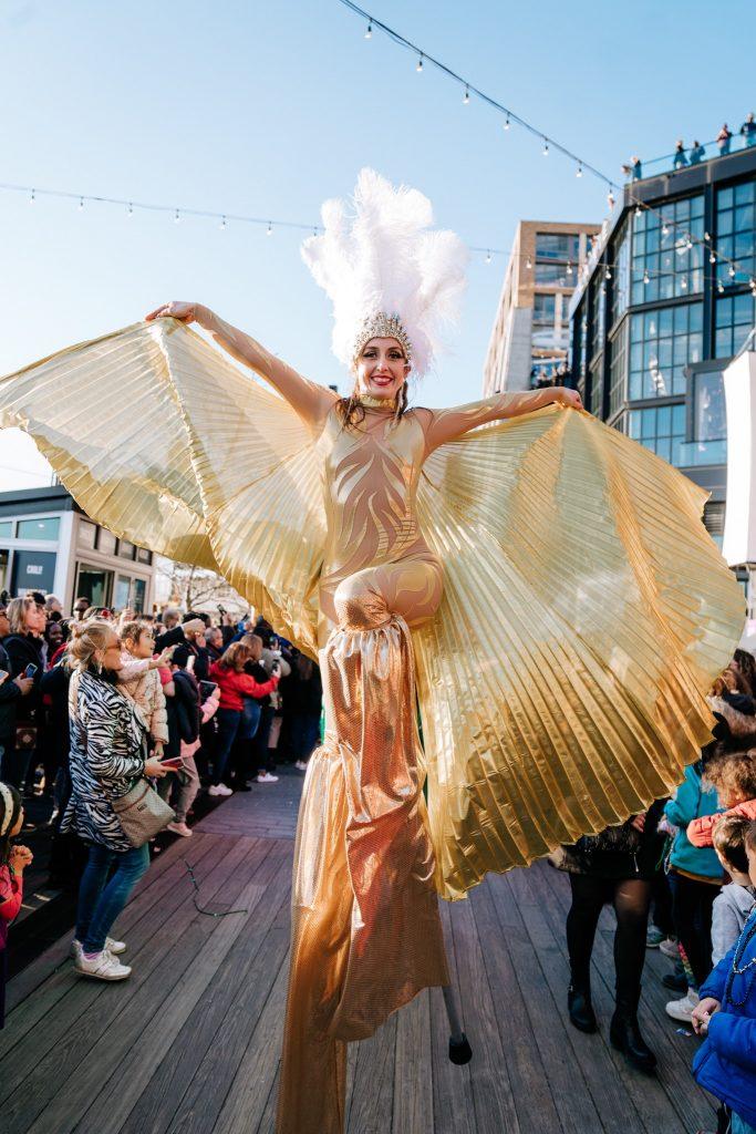 ARTSTELLA productions-stilt-walking