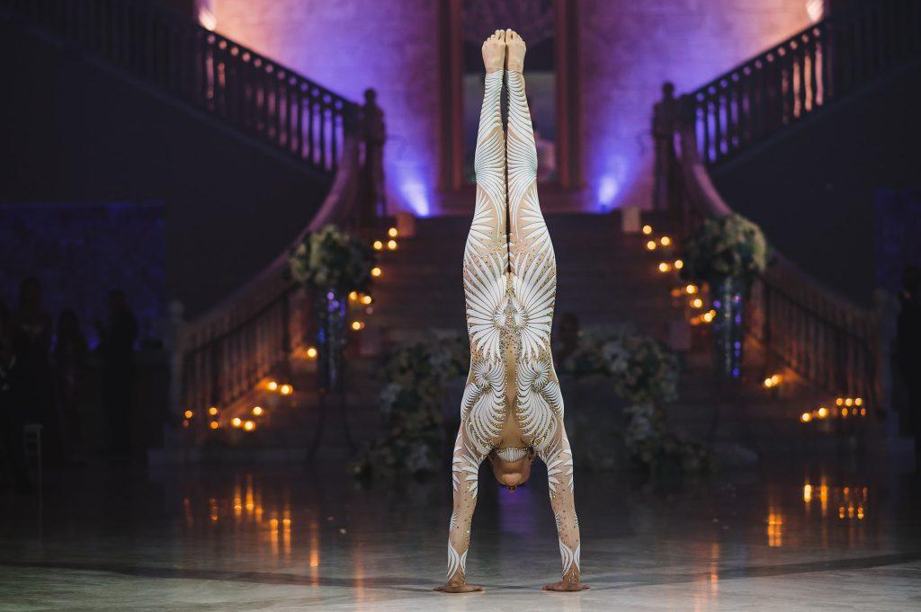 ARTSTELLA-PRODUCTIONS-contortionist-handstand